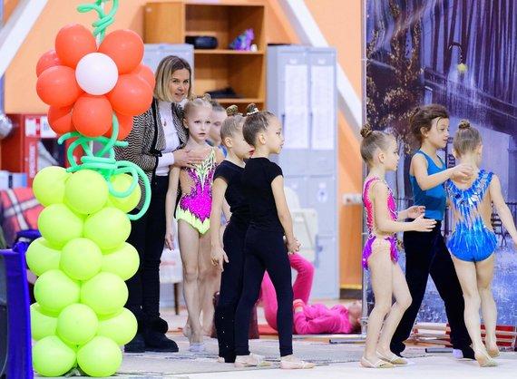 """Apie mūsų projektą """"Meninės gimnastikos užsiėmimai – sveikatai, saviraiškai ir pasitikėjimui"""""""